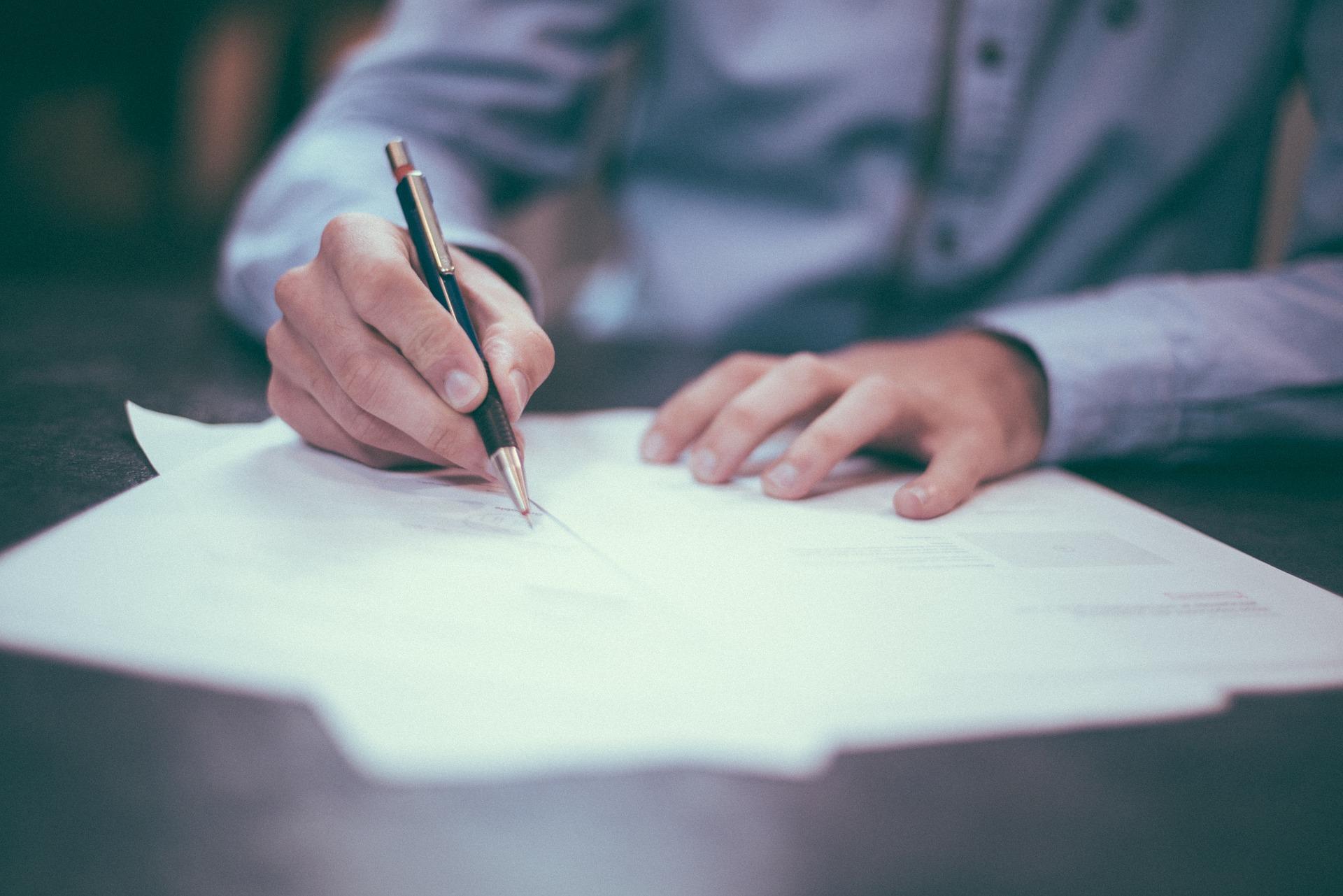 Szerződés aláírás